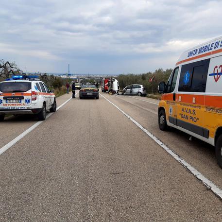 Monte Sant'Angelo: al bivio per Macchia terribile incidente, un morto e un ferito