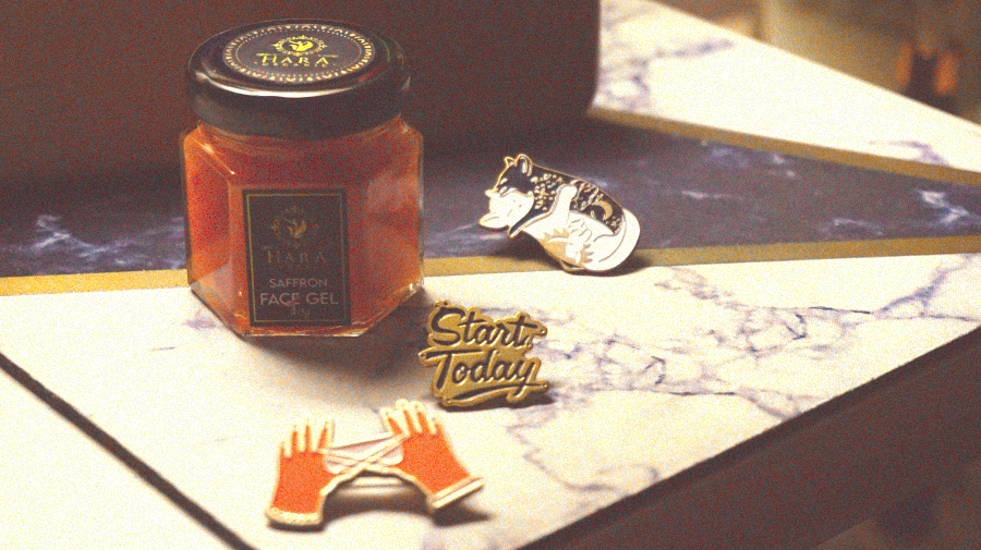 The tangerine gel sits in a glass jar that is compact, dark and mysterious.