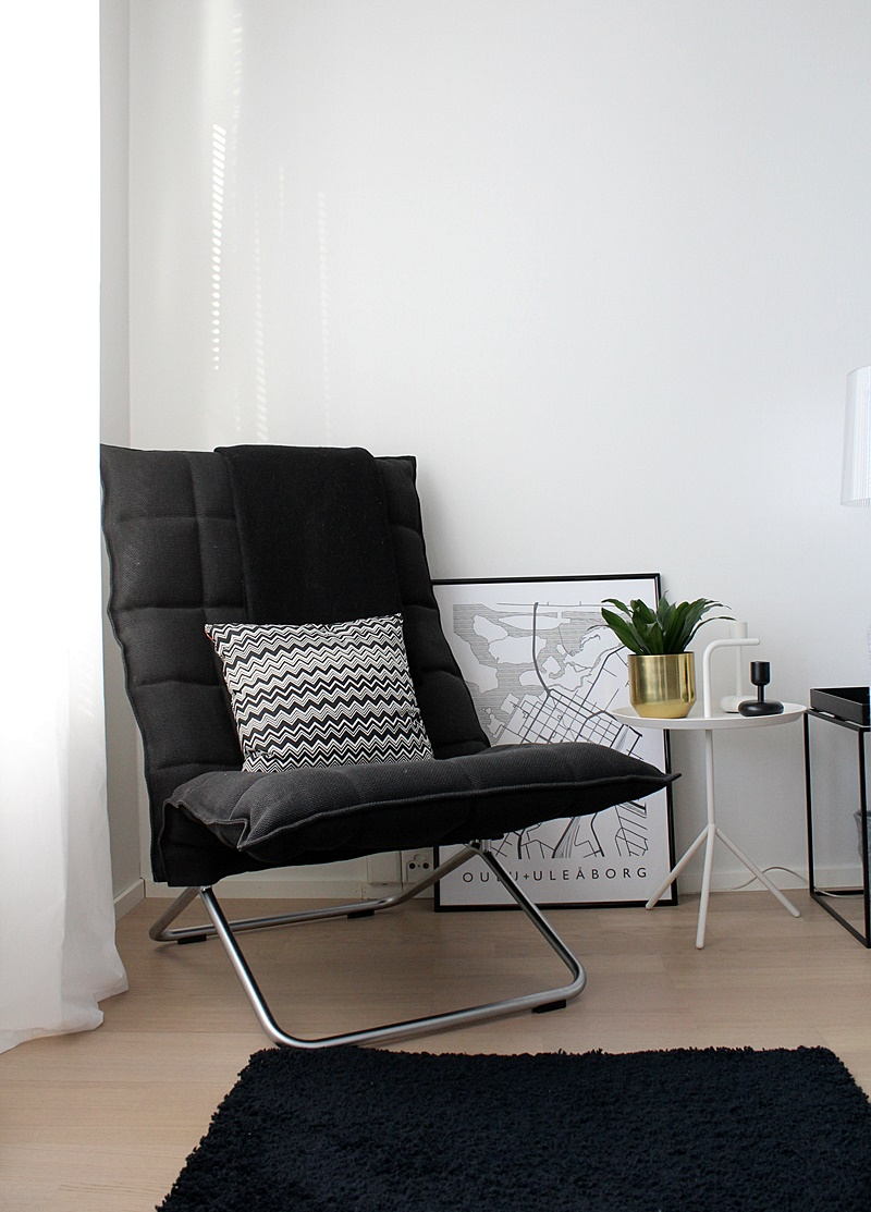 k-tuoli kapea musta