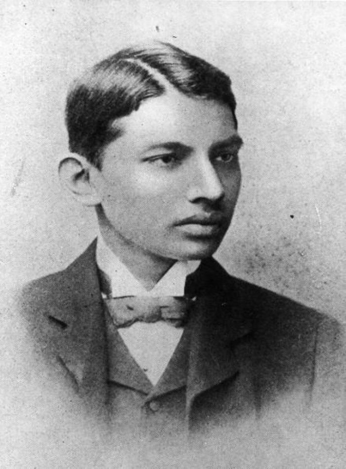 30 Pictures Of World Leaders In Their Youth That Will Leave You Speechless - Mahatma Gandhi In 1887 As A Law Student