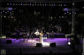 Η Ραφαέλα στη σκηνή