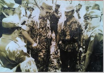 Penyerangan pasukan RPKAD dan berhasil menguasai daerah Lubang Buaya pada tanggal 3 Oktober 1965 - berbagaireviews.com
