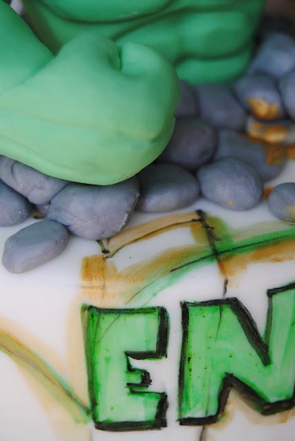 topper in pasta di zucchero per una torta di compleanno maschietto