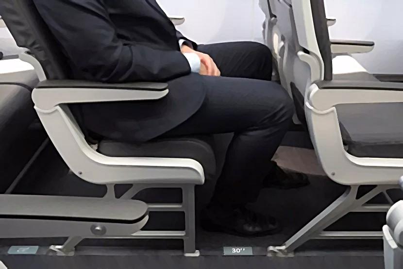 피치 30인치 좌석