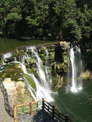 น้ำตกฉือเฟิน (Shifen Waterfall) @ www.justgola.com