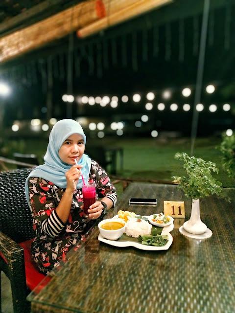 Makan Malam di Bintan Spa Villa