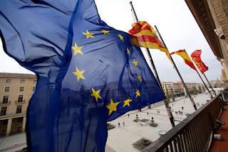 La bandera de la UE a media asta por la defensa de los derechos humanos de los refugiados