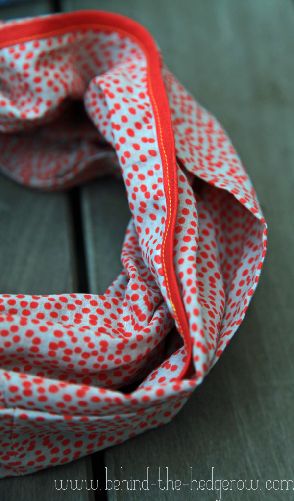 FREE TUTORIAL: Mother's Day bias-trimmed circle scarf
