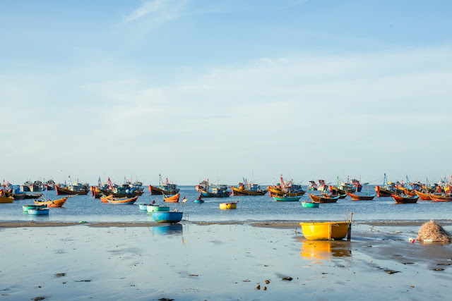 Mũi Né là địa danh đã quá quen thuộc với du khách trong và ngoài nước đi du lịch Việt Nam. Ngoài tắm biển, tham gia các hoạt động vui chơi trên biển, tham quan những danh lam thắng cảnh thì còn một địa điểm du khách không thể bỏ qua khi đến đây đó chính là làng chài Mũi Né.