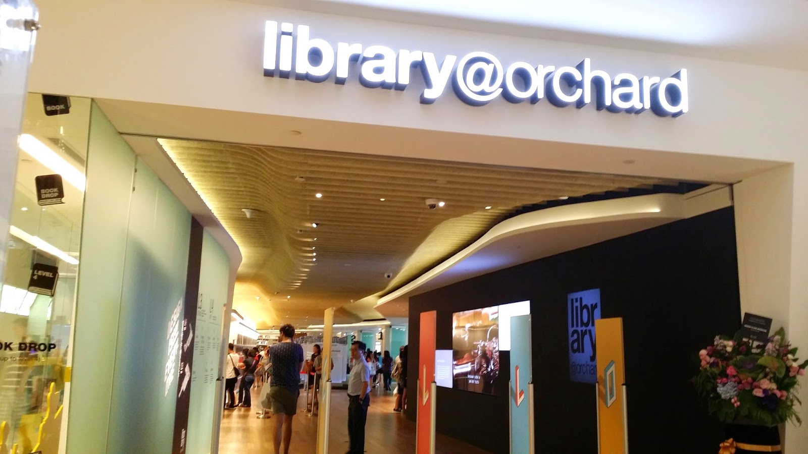 Library@orchard at Orchard Gateway