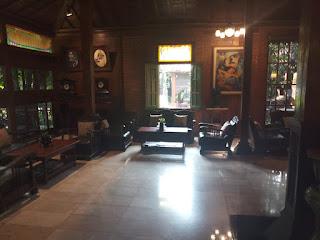 Perabot antik ruang lobby Balemong