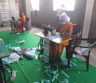 पश्चिम चंपारण जिले में जीविका दीदियों द्वारा तैयार किया जा रहा है मास्क,