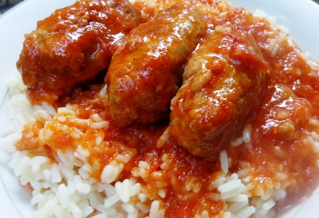 Σουτζουκάκια με ρύζι πιλάφι