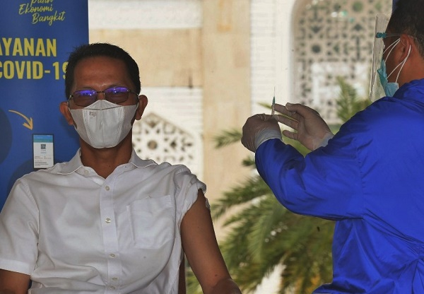 Vaksinasi Covid-19 di Batam, Wako Dijadwal Ulang dan Wawako Pertama Kali Disuntik