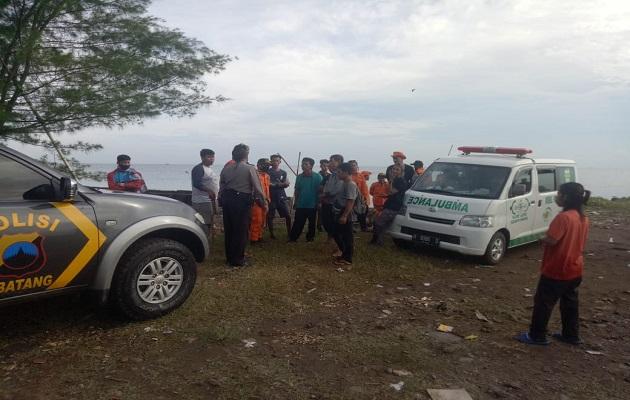 Korban Tenggelam di Pantai Sicepit Akhirnya Ditemukan Oleh Tim Gabungan Polsek Batang Kota