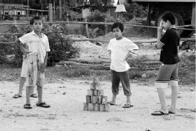 5 Permainan Masa Kecil di Bone yang Sudah Jarang Terlihat