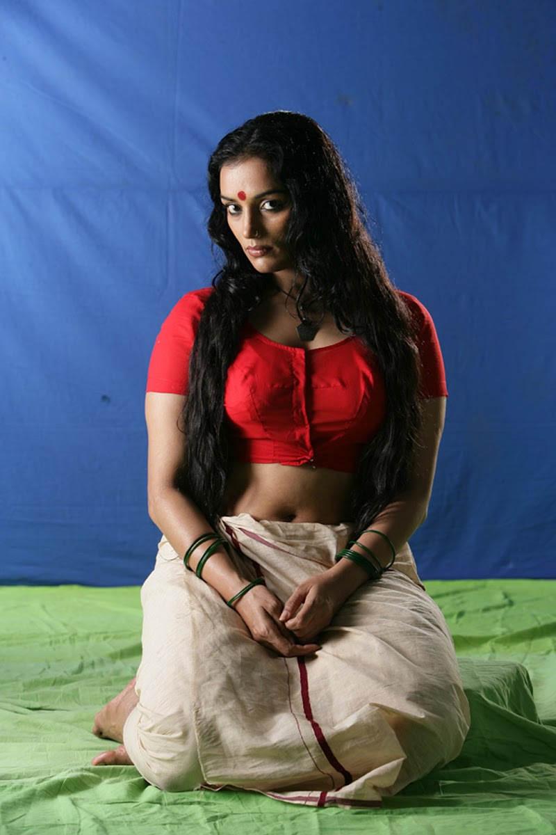 Swetha Menon Spicy Stills in Ragile Kasi or Kayam Malayalam