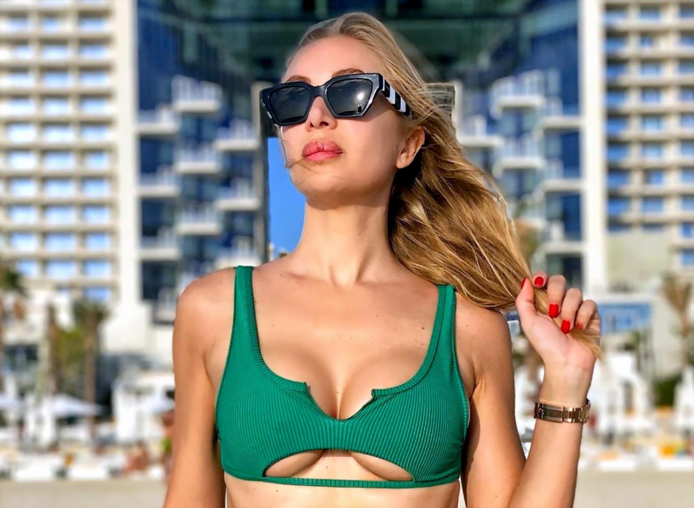 Laura Cremaschi Green Bikini Wallpaper
