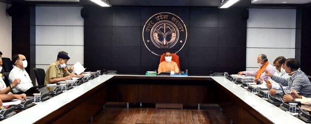 मुख्यमंत्री योगी ने कानून-व्यवस्था के सम्बन्ध में वीडियो कॉन्फ्रेंसिंग की