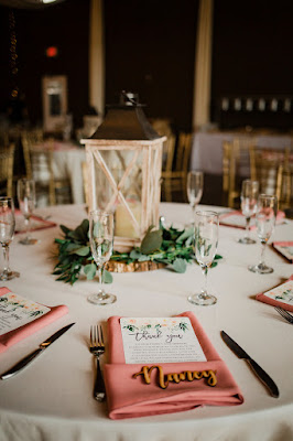 wedding tables with pink napkin and lantern