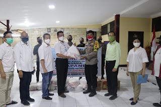 Peduli, Polres Pelabuhan Berkerja Sama PERMABUDHI Sulsel Salurkan Sembako