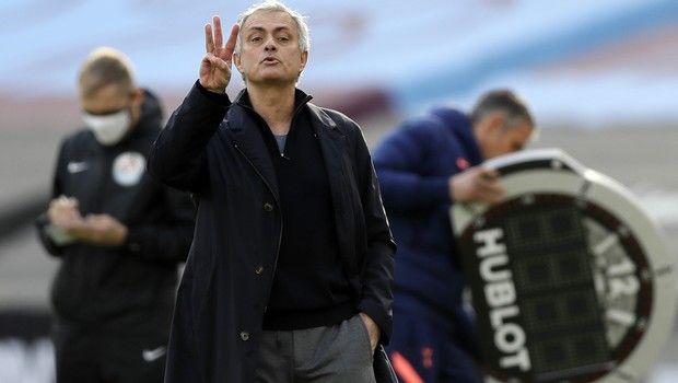Μουρίνιο: ''Ευχαριστώ τον Θεό που δεν είμαι ο προπονητής που ήμουν''