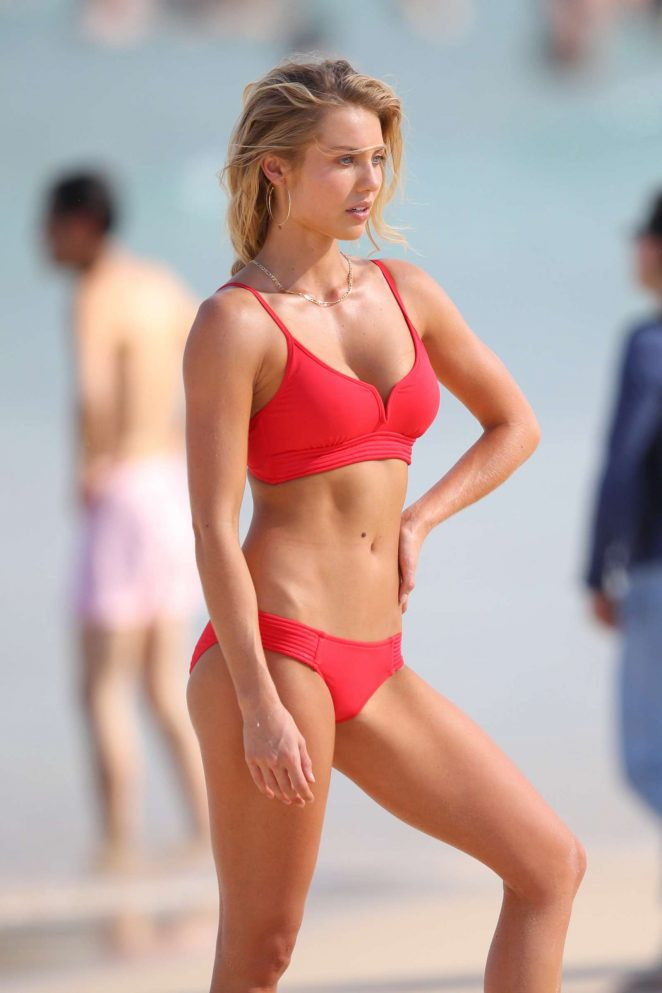 Elyse Knowles – Photoshoot on Bondi Beach in Sydney