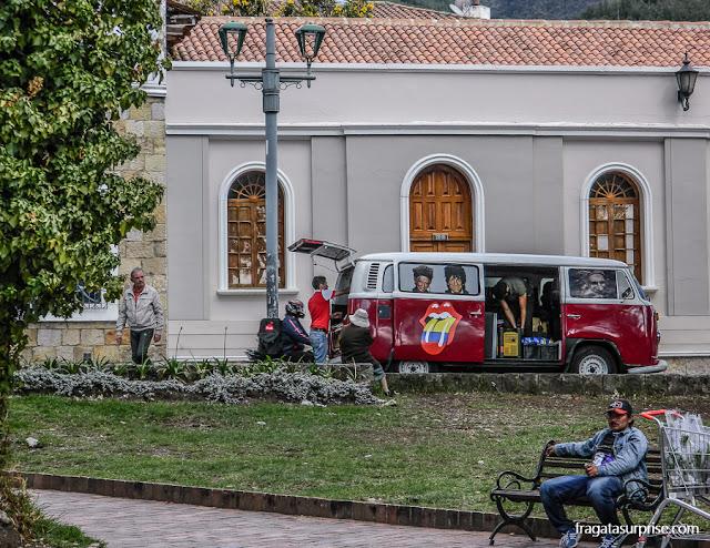 Barraca especializada em produtos dos Rolling Stones na Feira de Usaquén, Bogotá