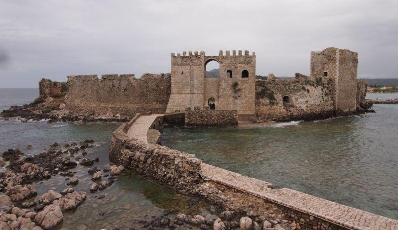 Blick vom Bourtzi auf die Festung Methoni