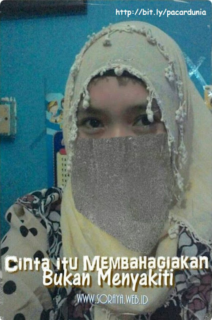 photo selfie meme soraya wanita berjilbab hijab cinta membahagiakan