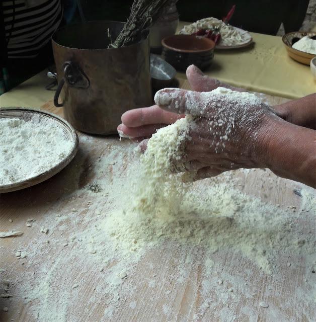 preparazione della dromsa, la pasta fresca tipica di Civita