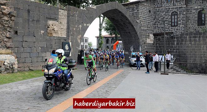 Uluslararası Mezopotamya Bisiklet Turunun son etabı Diyarbakır'dan başladı