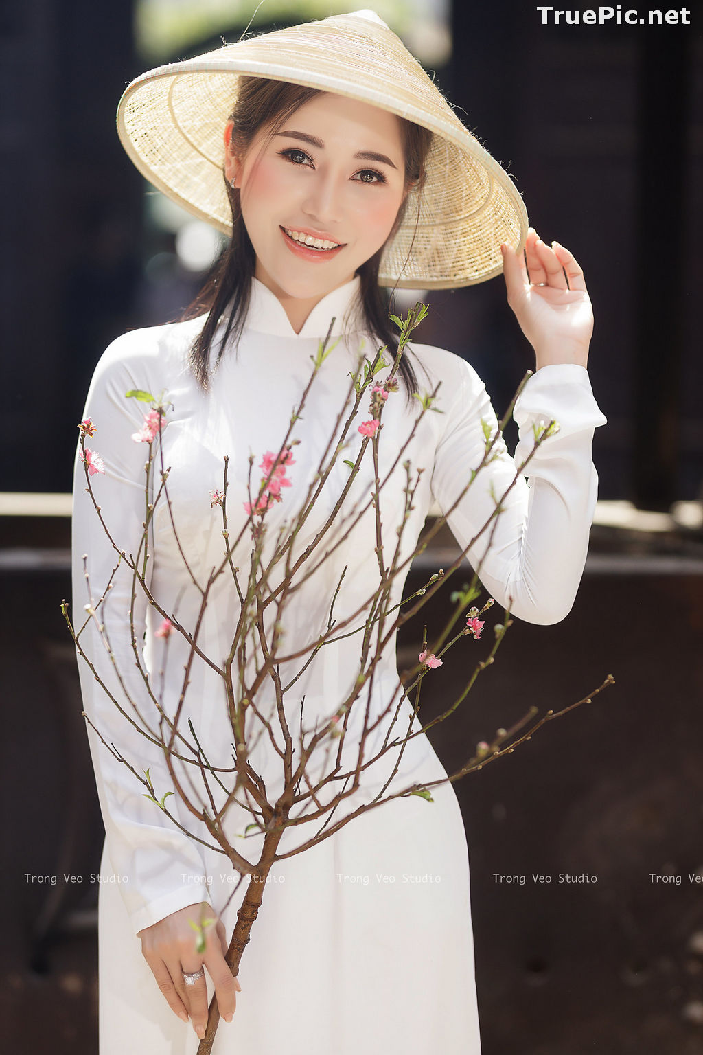 Image The Beauty of Vietnamese Girls with Traditional Dress (Ao Dai) #4 - TruePic.net - Picture-3