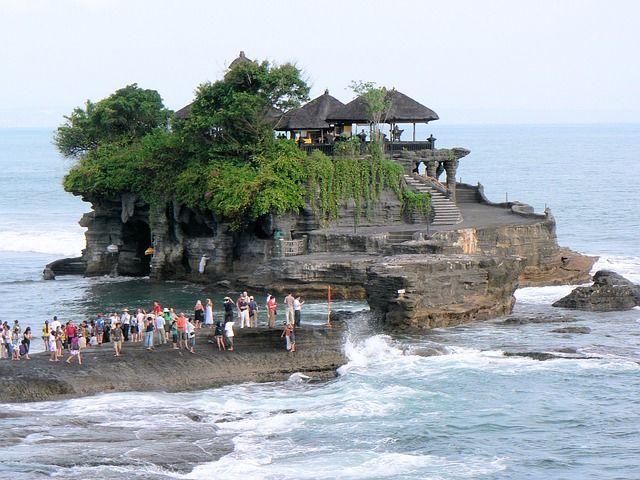 11 Tempat Wisata Yang Menyimpan Mitos Bikin Putus Cinta