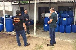 Operação conjunta interdita duas fábricas irregulares de álcool na Grande João Pessoa e proprietário é preso