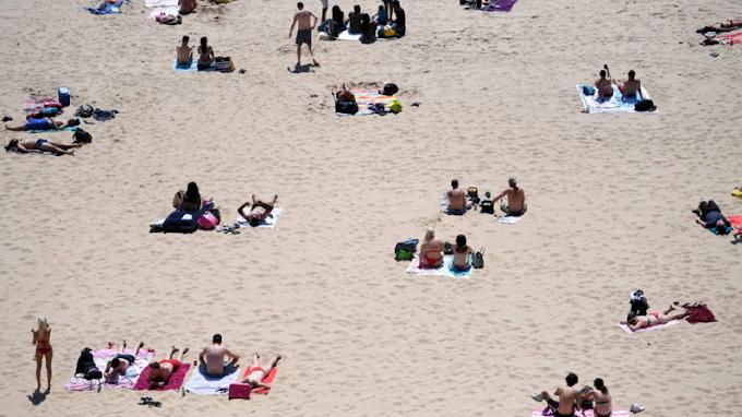 Palermo, un miraggio il distanziamento in spiaggia