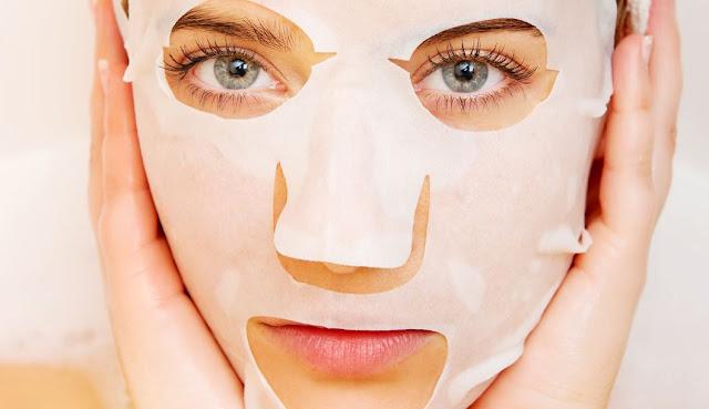 Manfaat Masker Sheet mask untuk menambah kelembapan dan menutrisi kulit wajah
