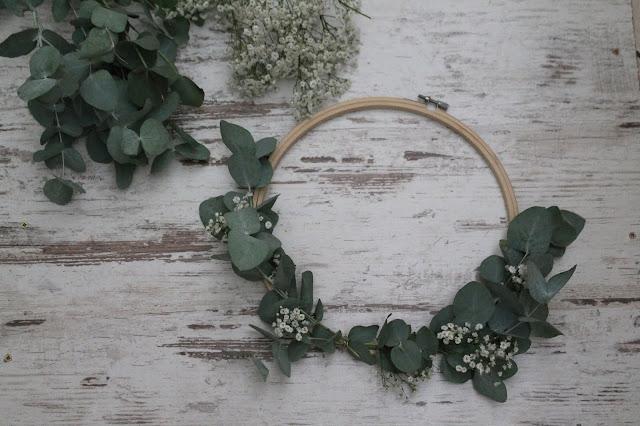 Anleitung Blumenkranz DIY Geldgeschenk Hochzeit Geburtstag Flower Power Eukalyptus Schleierkraut Jules kleines Freudenhaus