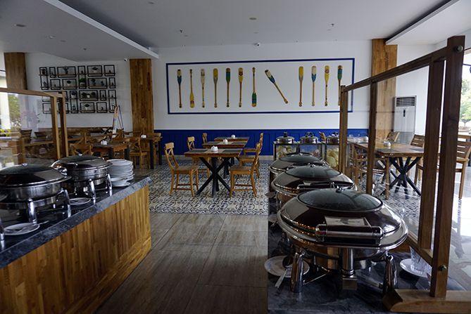 Konsep restoran sedikit terbuka dan minimalis