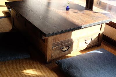 松本市の古民家カフェ KAJIYA(カジヤ)座卓