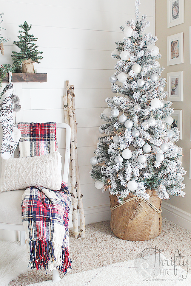 Thrifty and chic diy projects and home decor for Farmhouse christmas decorating ideas