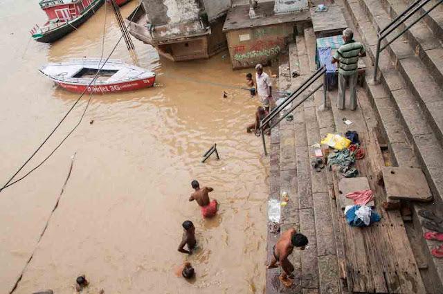 Visitando ghats de Varanasi