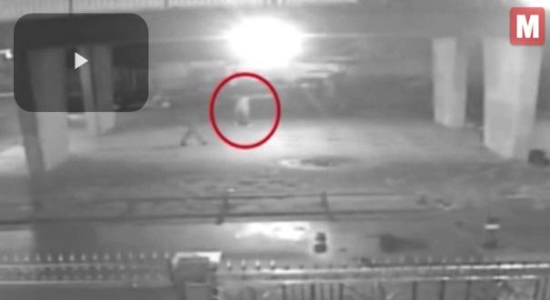 (Video) Rakaman CCTV Papar Saat Ngeri Sakaratulmaut Seorang Ibu Sebelum Diperhati, Dirogol dan Dibunuh Seorang Pengemis