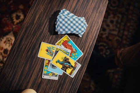 A Starter Guide On How To Read Tarot Cards