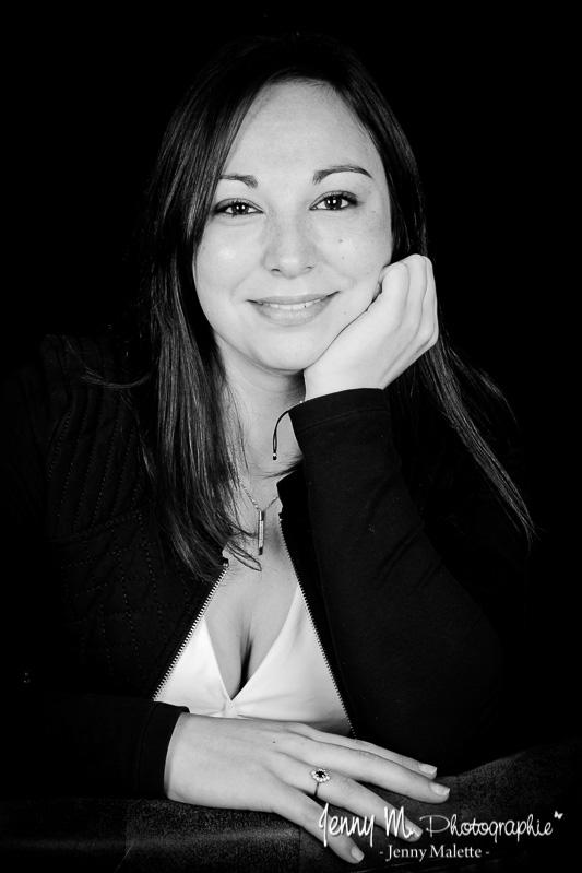 shooting femme studio vendée 85 pays de loire, photo femme noir et blanc