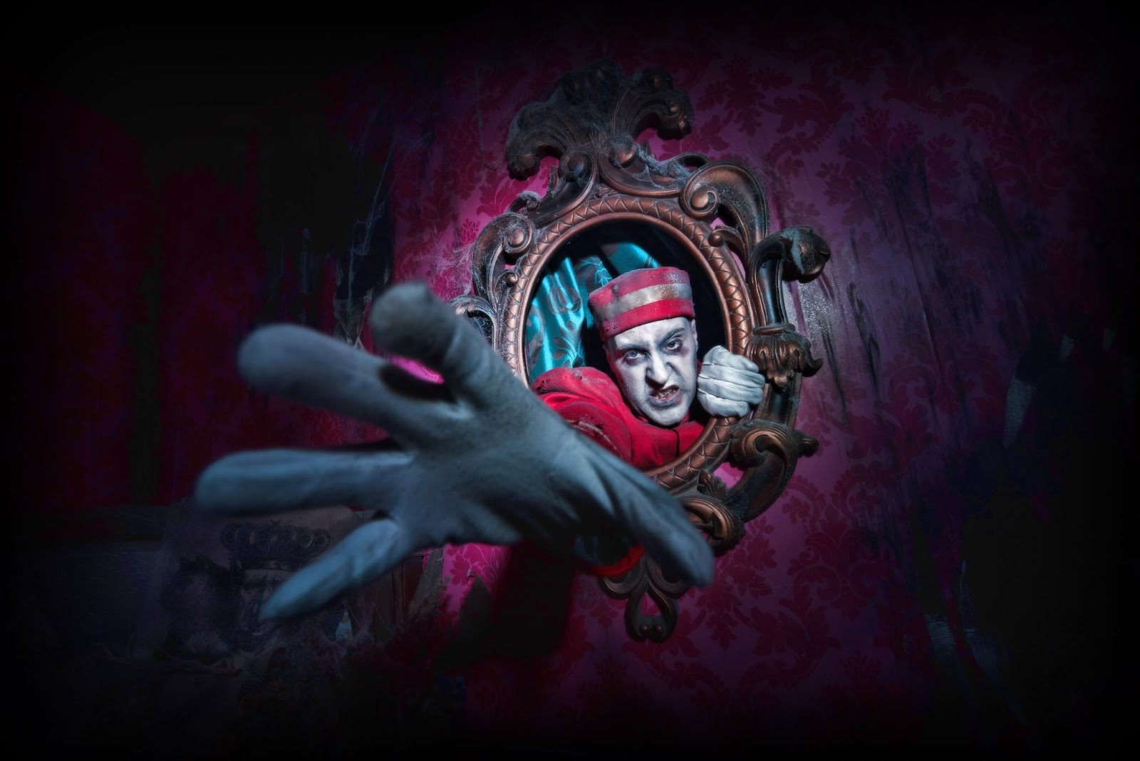 Formidable Joy | UK Fashion, Beauty & Lifestyle Blog | Halloween | UK Fright Nights | Thorpe Park | Fright Nights | Mead Open Farm | The Howl Scream Park | Alton Towers | Scarefest | Dr Frights Halloween Nights | Chessington | Howloween | Screamland Margate | Zed Events