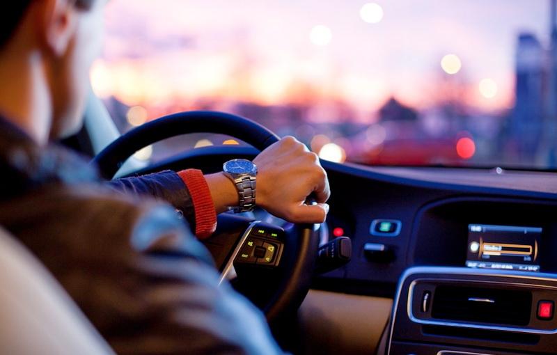 5 πράγματα που πρέπει να λάβετε υπόψιν σας πριν την ενοικίαση αυτοκίνητου με επαγγελματία οδηγό