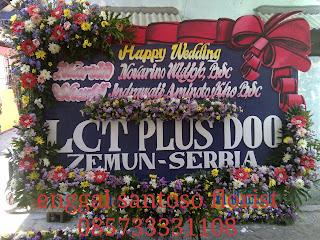 karangan bunga papan besar untuk ucapan pernikahan