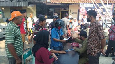 Tim gabungan Satpol PP Damkar dan Dinas KUKMP Purworejo Tertibkan Warga Yang Tidak Pakai Masker