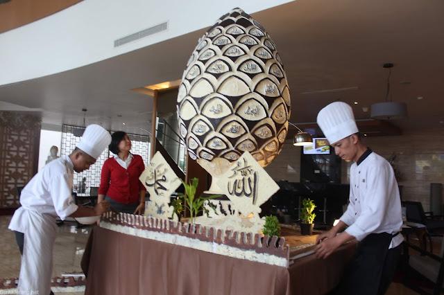 Persiapan Dekorasi Ramadhan di Hotel